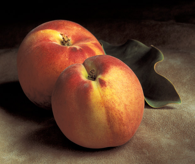 Still-Life-with-Two-Peaches